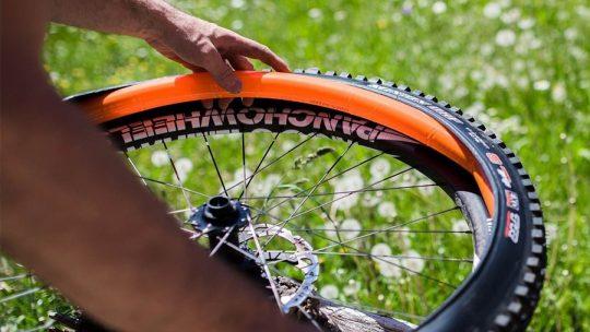1845: Patenteado o primeiro pneu